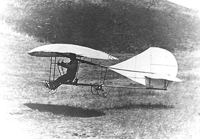 Montgomery landing The Evergreen monoplane glider in 1911